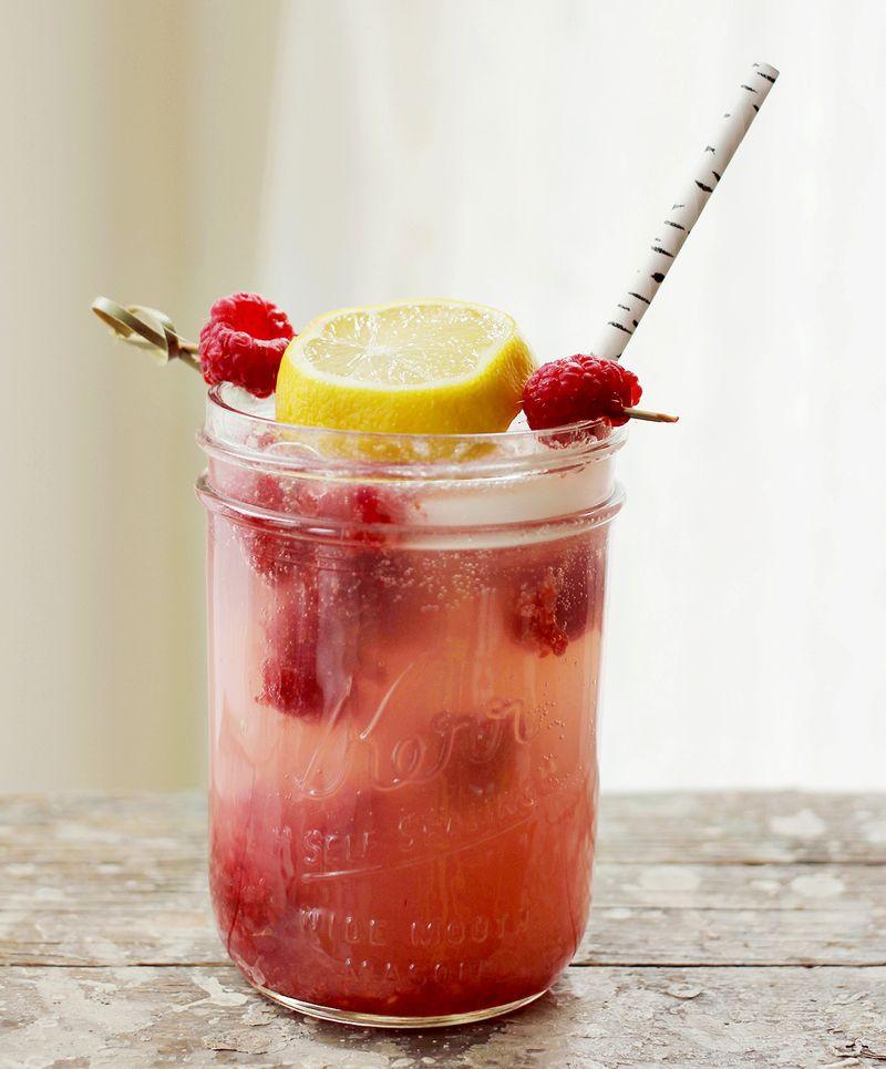 Delicious raspberry lemonade cocktail
